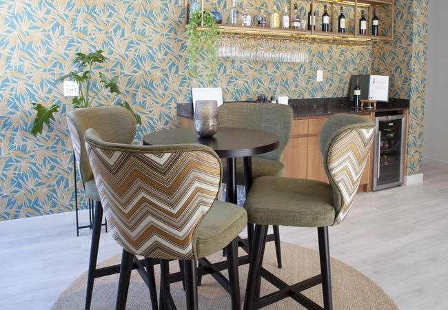 Villa Zest bar area