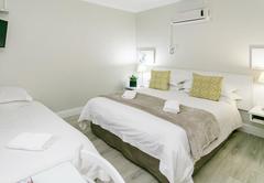 Deluxe Room Queen Bed   Single bed