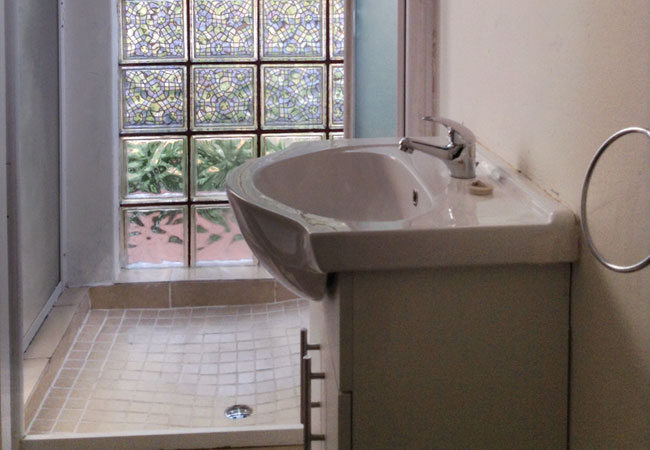 Main House Room With Ensuite - Shower.
