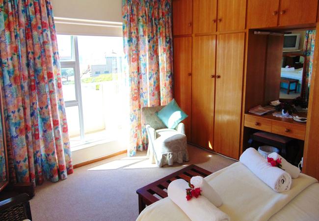 Sea-facing en-suite room - Salmon