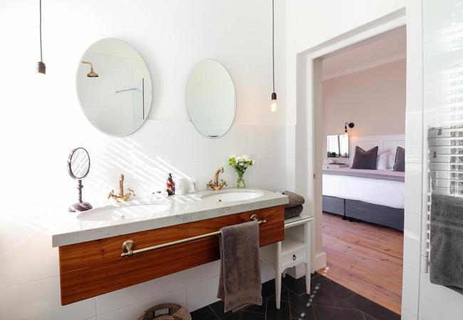 2. Luxury Room