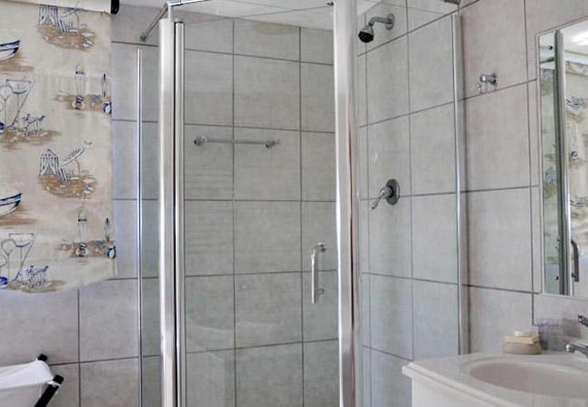 Brydes Whale main bathroom