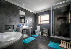 Leopards lair spaces en-suite bathroom