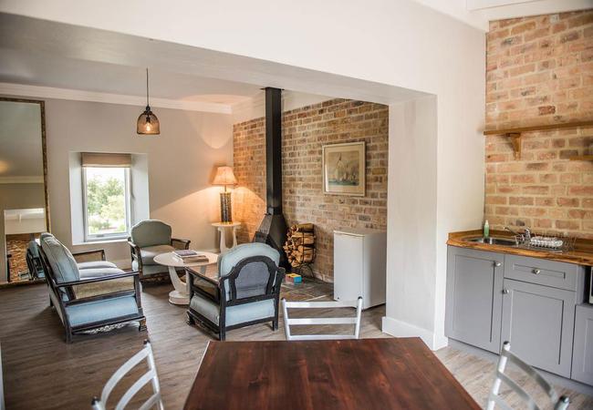 Lounge / Kitchenette
