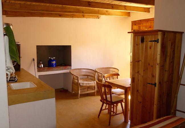 Rustic 2-sleeper stone cottage