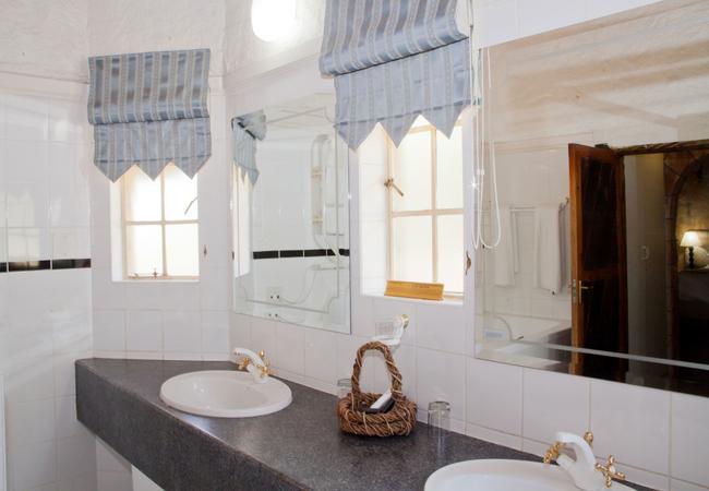 Mountain Lodge Bathroom