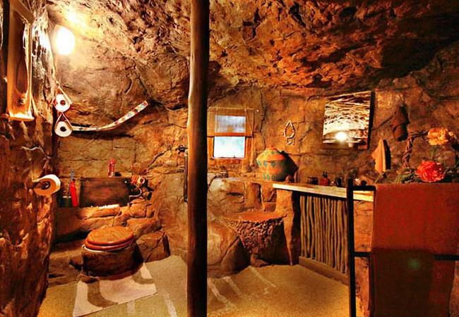 Zulu Hut bathroom